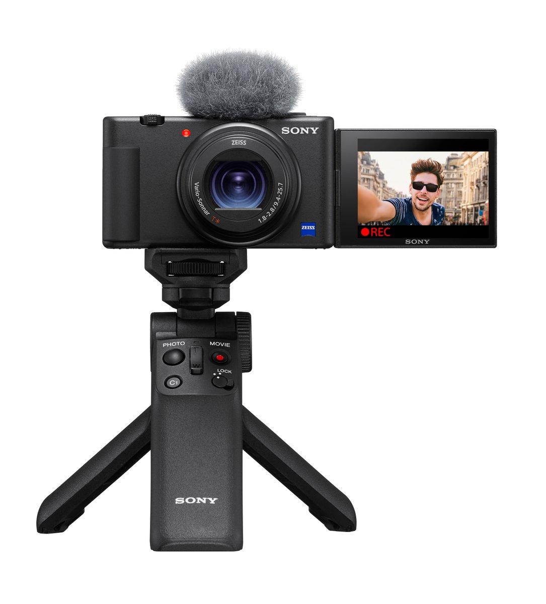 Sony introduceert de ultieme vlogcamera ZV-1! Deze lichtgewicht camera met hoogwaardige beeldtechnologie is specifiek ontworpen om te voldoen aan de behoeften van vloggers en contentmakers. Voor meer info, zie: https://t.co/Ycz4uTzcwo #vlogcamera #ZV1 https://t.co/z0kbP1y6T3
