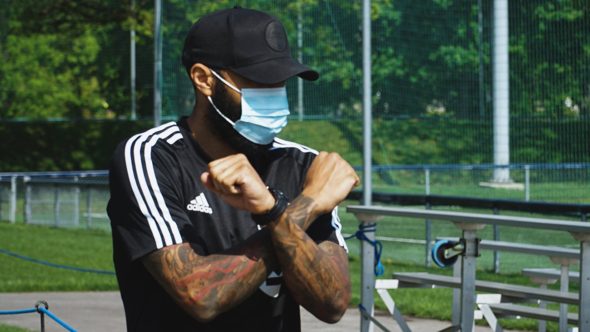 The boss is back. @ThierryHenry   (Who did it better @Aubameyang7? #wakandaforever)  @Arsenal #IMFC https://t.co/oIelXM9bQF