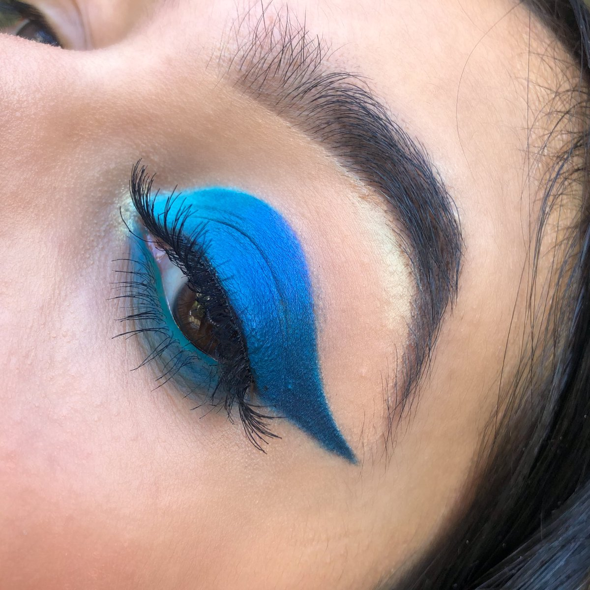 blue vibes  follow @mkpbymoon on instagram for more PRODUCTS@MorpheBrushes 35B artistry palette  @bperfectcosm carnival xl pro palette @beautybay   white eye liner @Sephora   #morphebabe #generationbeautybay #bperfect #makeup #bluemakeup #makeupenthusiastpic.twitter.com/rWN75aw0W7