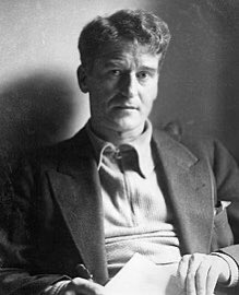 Revolutionary, Republican, intelligenctual & writer Ernie O'Malley born in Castlebar #OnThisDay 1897. Jackie Clarke archive contains vast body material relating to O'Malley;personal items & writings, first editions & biographies #archivechallenge #historyfromhome #mayo #museumpic.twitter.com/UYohYMHk9f