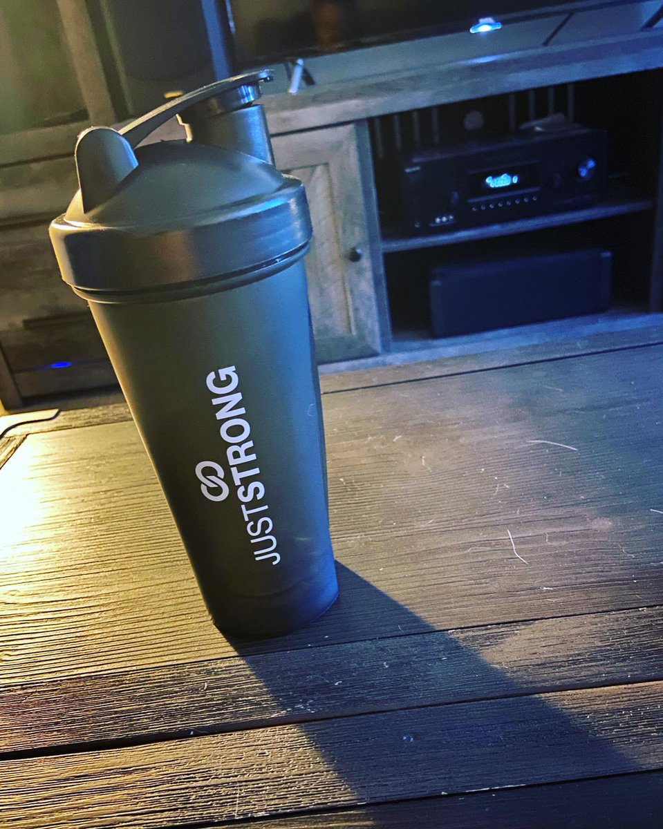 Shake up your workout with this cool and sleek shaker bottle from Just Strong! Perfect for any after workout protein! #workout #WorkoutFromHome #workoutathome #workoutmotivation #shaker #protein #fitness #gym #gymtime https://t.co/uiBEgx9F2R