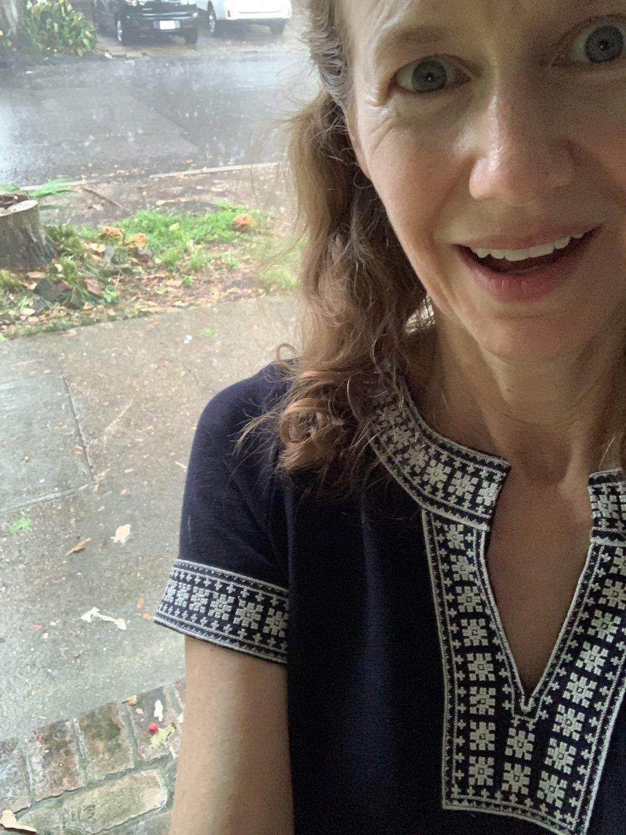 Just beat the downpour! #rain #NewOrleans pic.twitter.com/XnWgkR5YbV