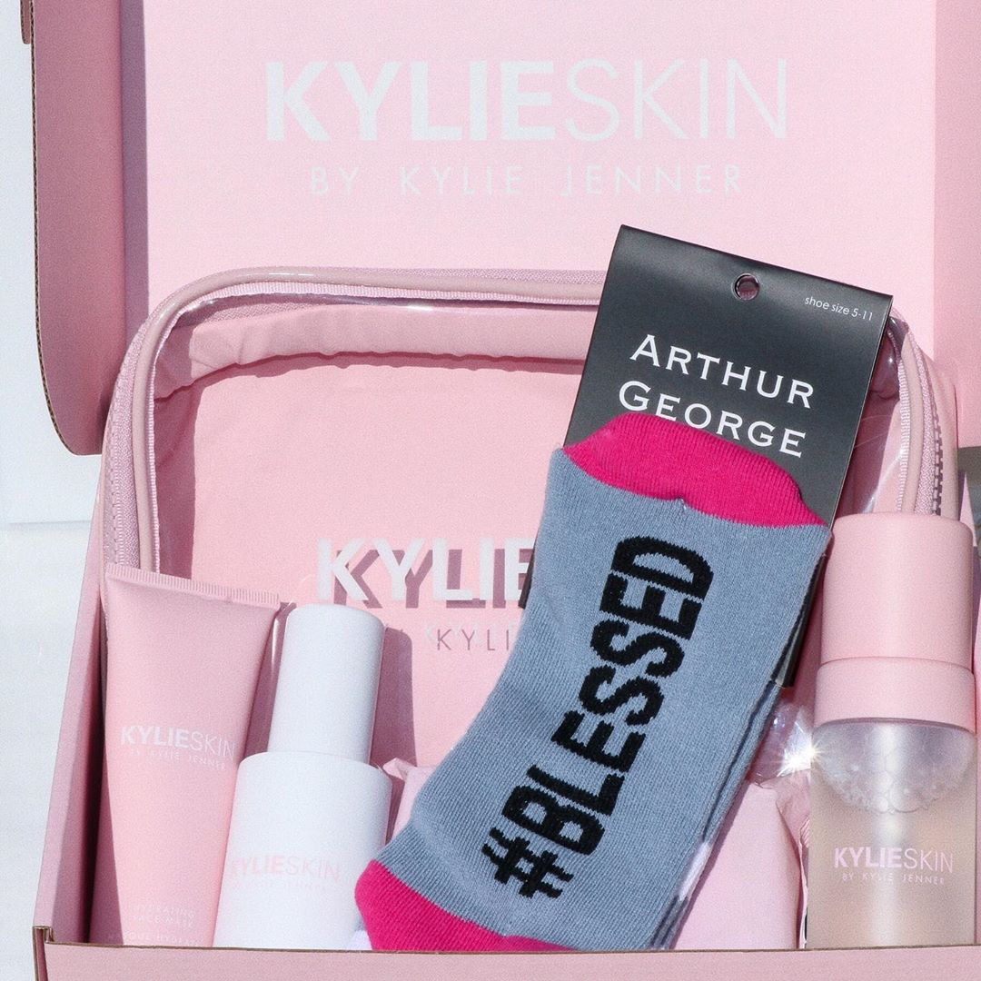 FREE socks are back! You can now choose the style of socks you want in cart when you shop at KylieSkin.com @kylieskin @arthurgeorge
