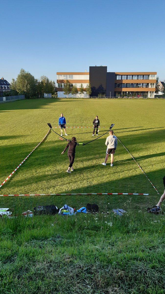Buitenbadminton-spam  #buitentraining #badminton pic.twitter.com/gvHNWuAV7S