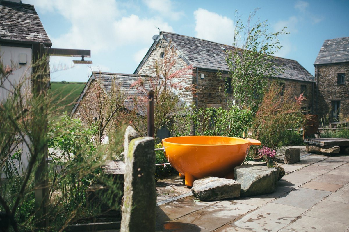 Fancy a dip? The divine #Tregulland Cottage & Barn in #Cornwall has its own private indoor freshwater pool, plus a huge hot tub - the perfect place for a group getaway once we can travel again https://buff.ly/2ZE7jEc  #privatepool #staycation #coolstays #futuretravelpic.twitter.com/0zFkuJ6M6a