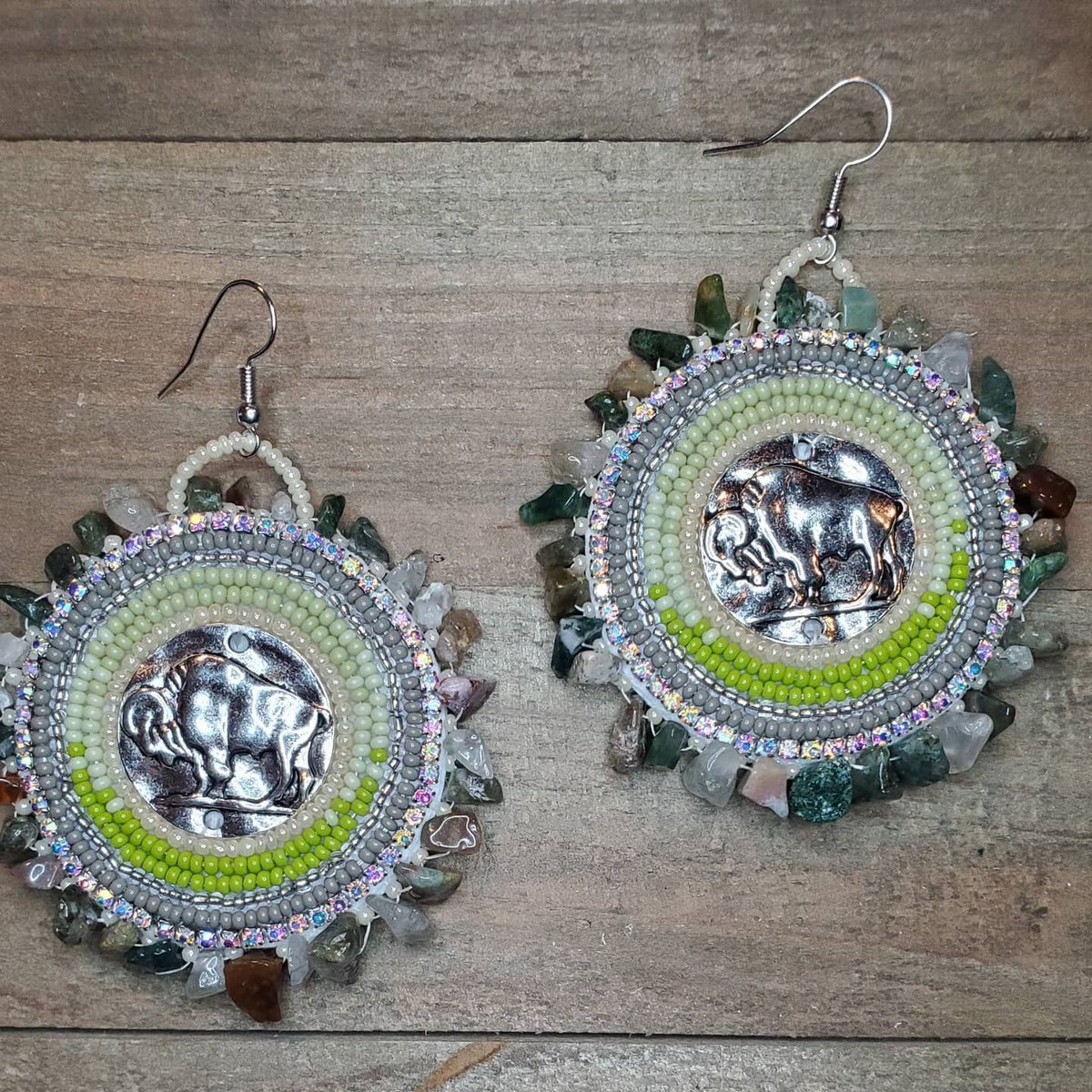 Wandering Buffalo beaded earrings with genuine jasper stones, FREE US shipping in my Etsy shop https://buff.ly/34tiaRC #NativeTwitter #AlaskaNative #FirstNations #Statimc #Unangax #Aleut #beadedearrings #beadwork #buynative #NativeMadepic.twitter.com/7xLtjo5ljQ