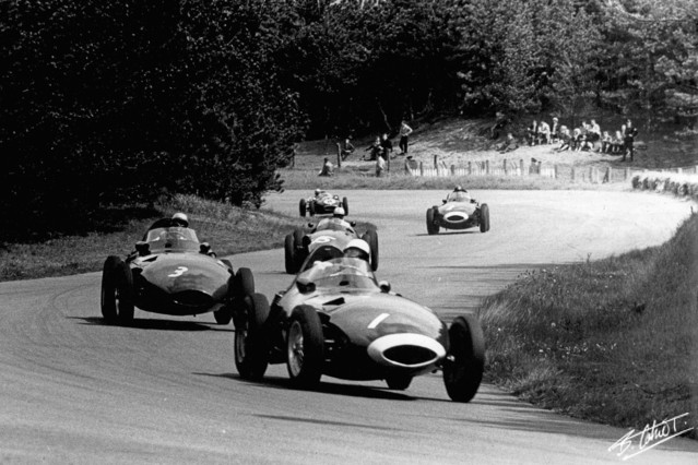 Stirling Moss (Vanwall) leading Stuart Lewis-Evans (Vanwall) and Harry Schell (BRM) at Zandvoort. #F1 #OTD 1958 #DutchGP (Photo: Bernard Cahier @F1Photo) https://t.co/H7JX8UWy5e