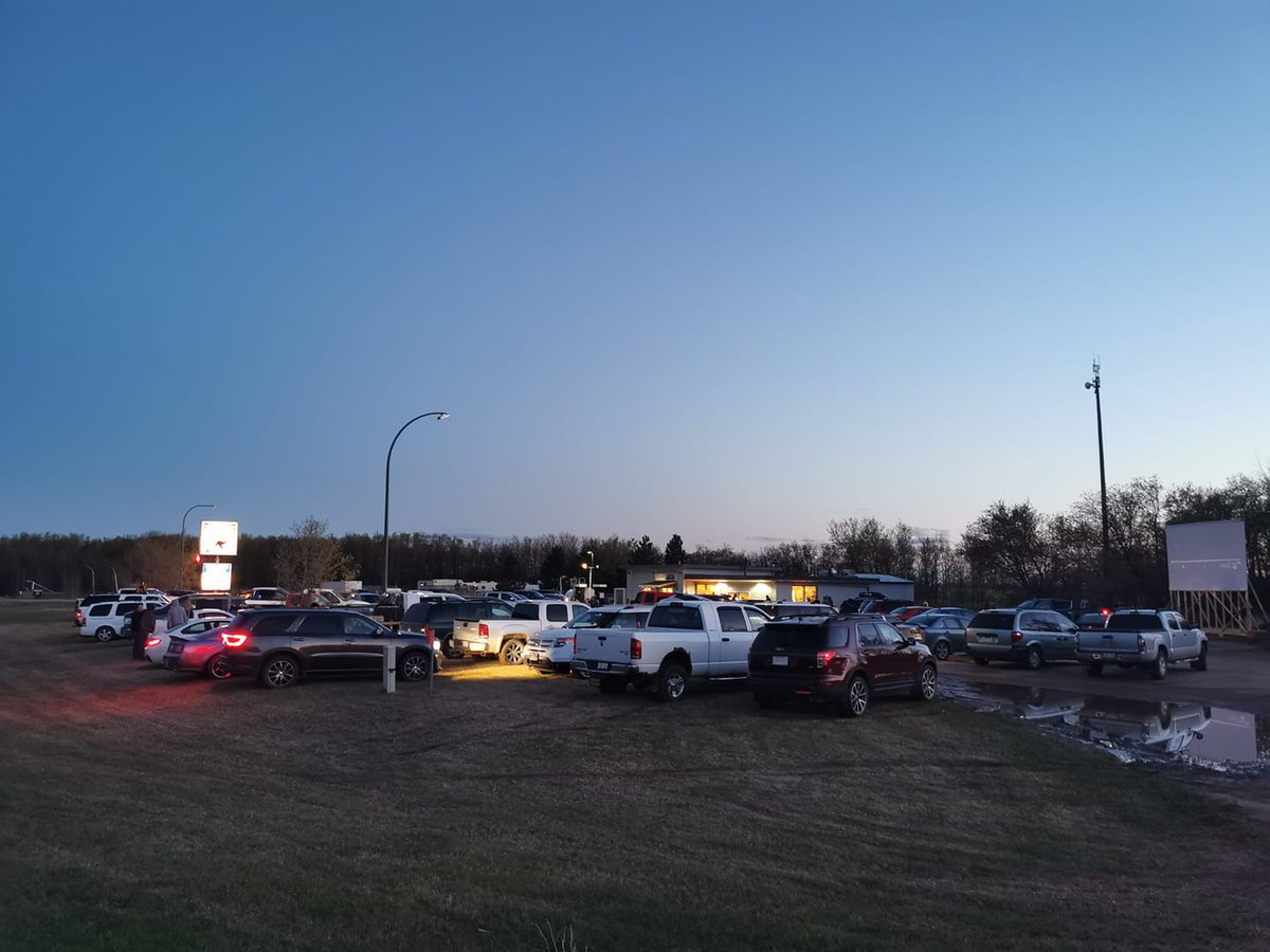 This café in Alberta has transformed into a drive-in movie theatre to bring people together during these tough times - The Whistle Stop Cafe #Canada #Alberta #MirrorLanding #COVIDAB #CoronavirusCanada #COVIDCanadapic.twitter.com/ou7Oym9mQ5