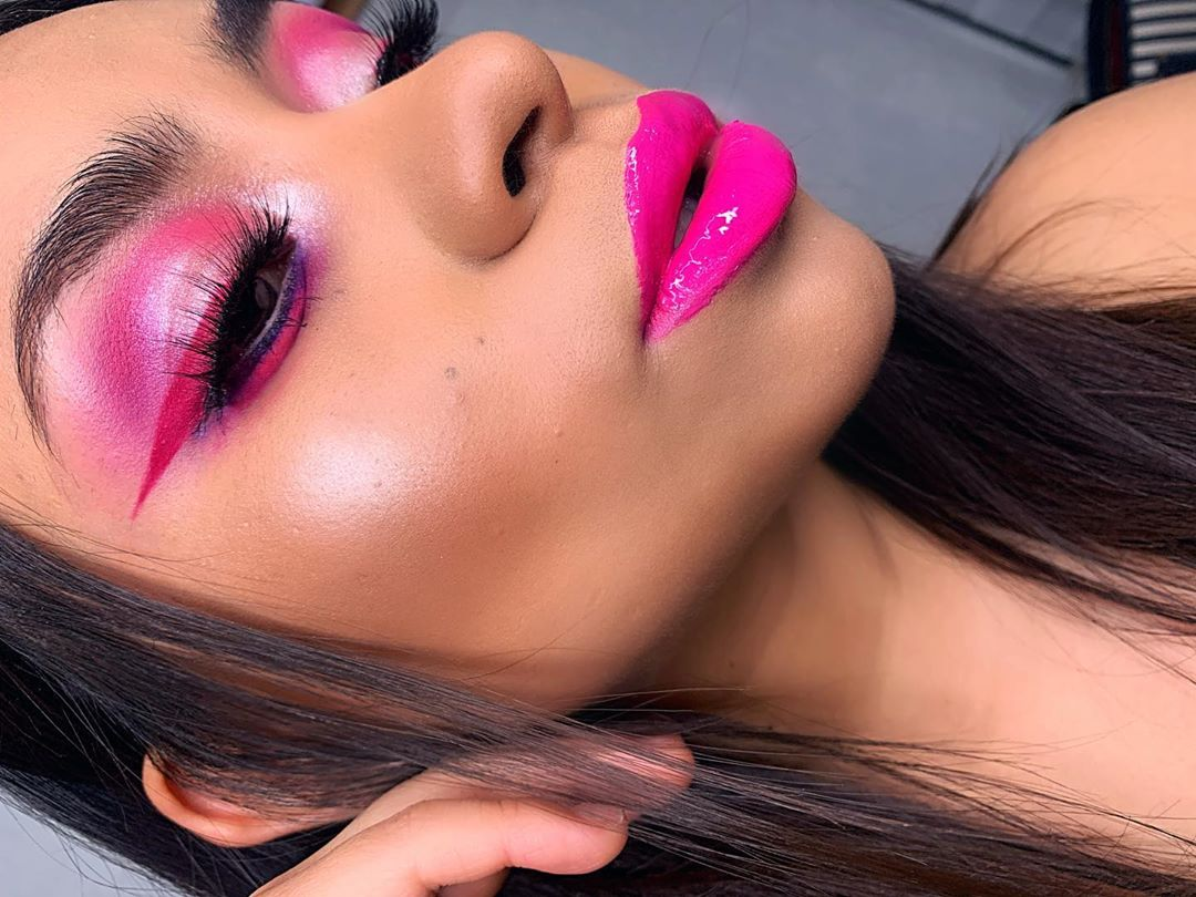 Top your favorite look off with a little Glossy Gloss, just like @giss_terrazamua  We're loving this monochrome moment!  What's your favorite color to use in monochrome looks?  #mysenelook #boldmakeup #pinkmakeup #lipstick #lipgloss #beauty #makeup #cosmetics #lipsensepic.twitter.com/RpnACvSDfG