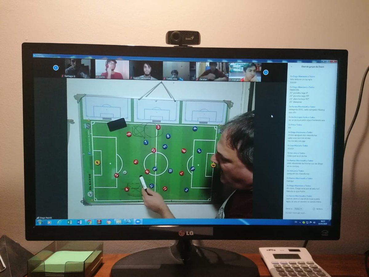 #FútbolUBA con entrenamiento virtual  Los equipos de fútbol de mayores de la UBA continúan con entrenamiento virtual, preparándose para participar en los torneos de ADAUy AIFA, con el fin de estar presentes ante cualquier necesidad que tengan los jugadores en esta dura etapa. https://t.co/tWWe8VjSJ4
