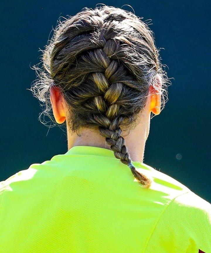 @AntoGriezmann a l'entraînement d'aujourd'hui ! J'adore sa coiffure ahah  #antoinegriezmann #griezmann #football #teamgrizi pic.twitter.com/Ku6Kjq3WH3