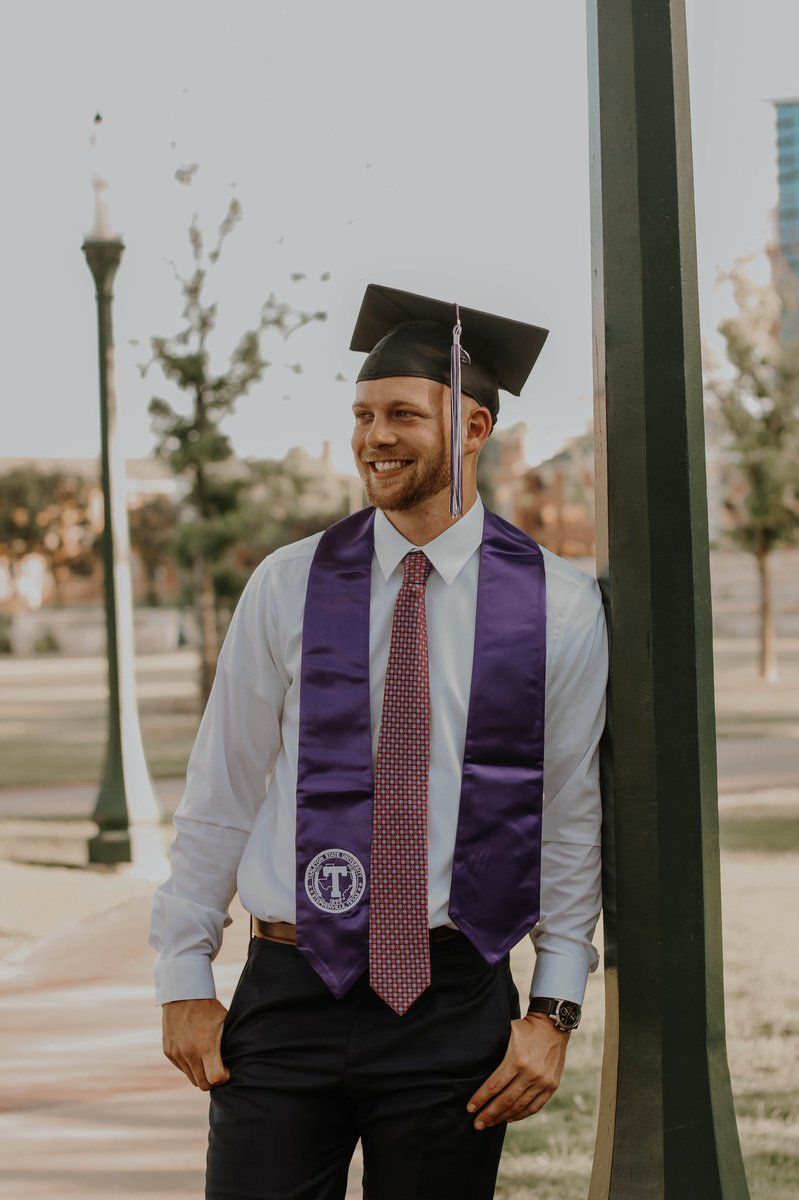 Business in the front. Tarleton in the back.   ⠀⠀⠀⠀⠀⠀⠀⠀⠀⠀⠀⠀  #tarletonstate #tarletongrad #classof2020 #grad #graduation #senior #seniorpics #seniorphotos #seniorphotography #tarletonsenior #stephenvillephotography #stephenvillephotographerpic.twitter.com/e4QAaLVGs8