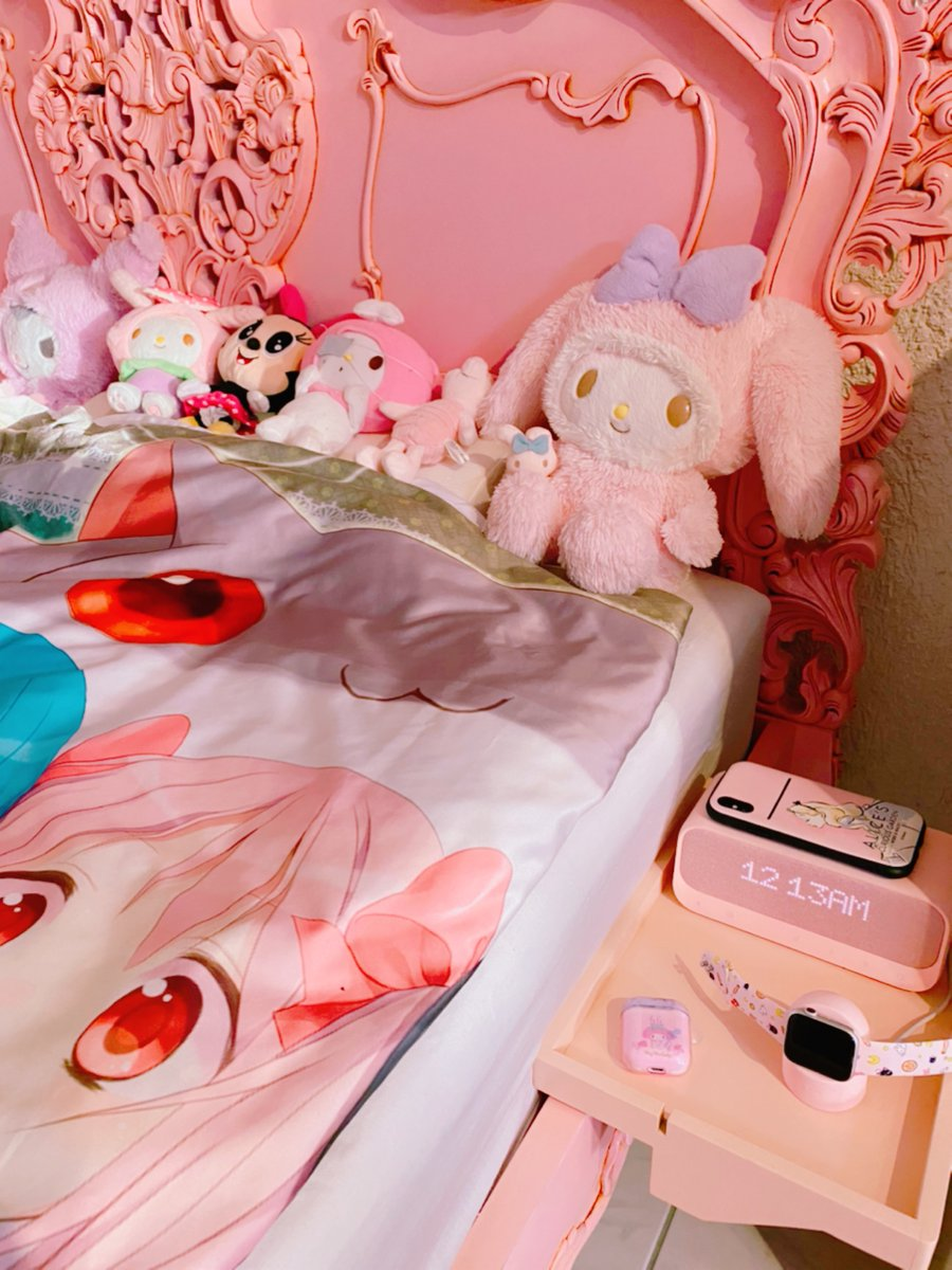 I hope the bed corner for my wife is kawaii enough #Sanrio #Mymelody #Kuromi #MadokaMagicapic.twitter.com/QUeZFpTWQ6