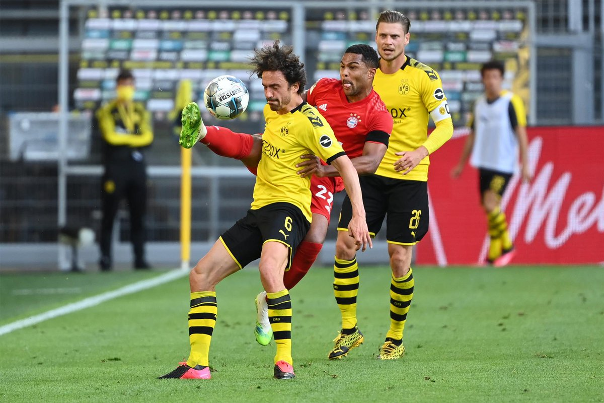 #Bundesliga 🇩🇪  🕙 ¡Añaden 3 minutos!  🟡⚫️ 0- 1 🔴🔴 (90')  #ENDIRECTO 📲 https://t.co/GEdTwJEmE9 https://t.co/VWUcOxXWig