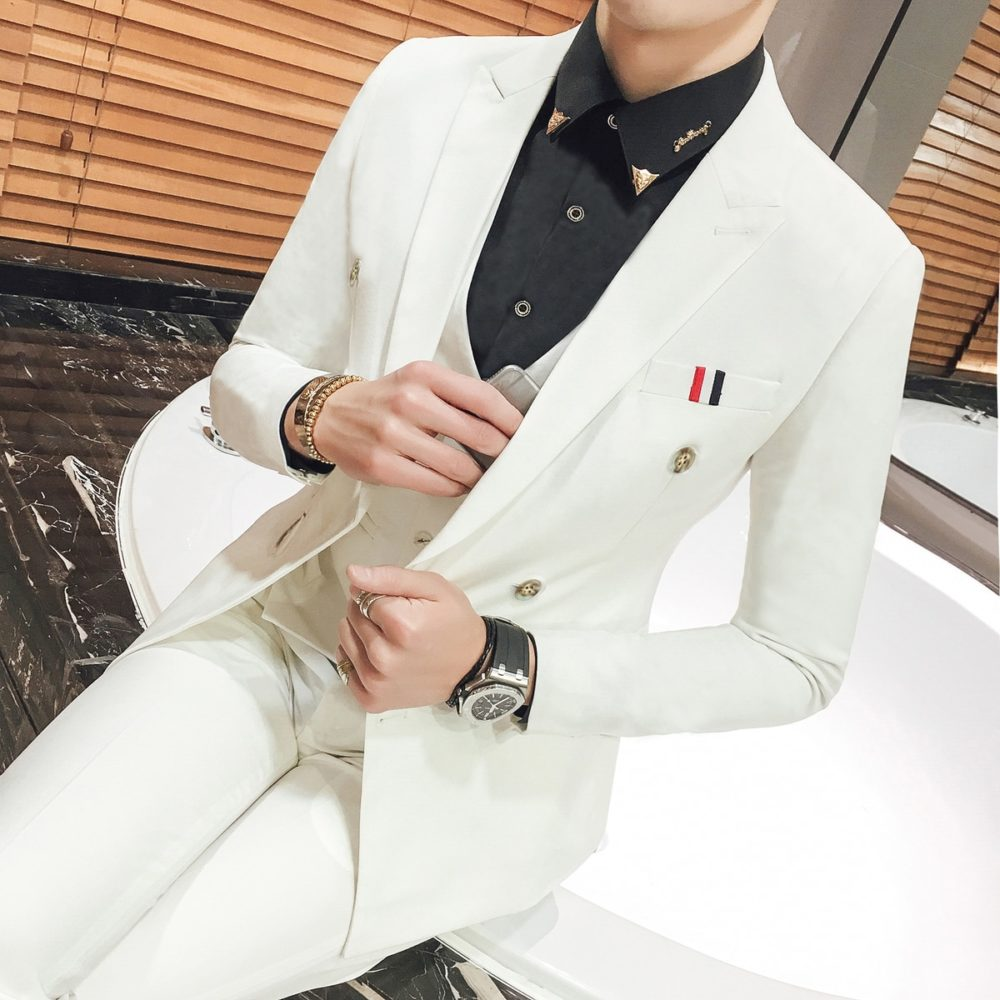#casualwear Double Breasted White Wedding Suit.pic.twitter.com/OBAtpaMAmK