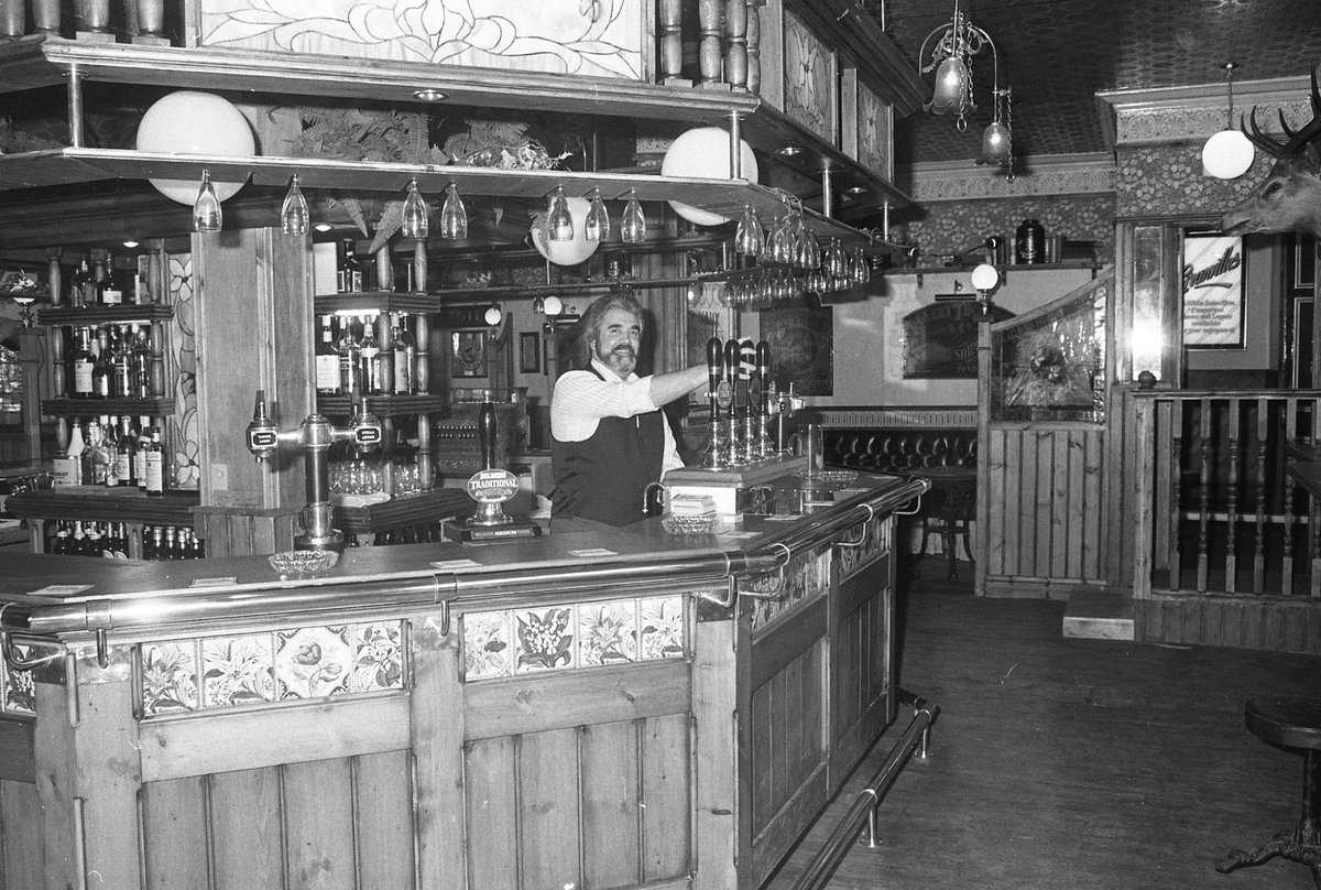 No pub circuit was complete without a pint at The Borough in the 1980s/90s. Here it is in 1985 - this must have been taken early in the day, cos the crush at the bar was sometimes manic! #Sunderland #beers #pub