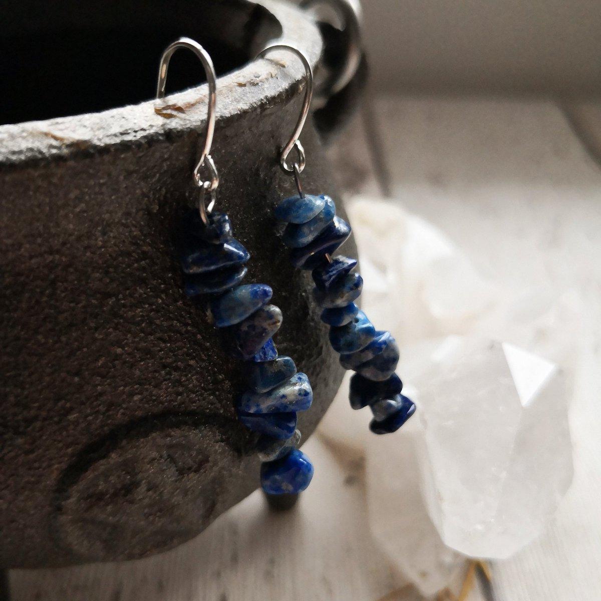 Lapis lazuli pillar dangle earrings.  #lapislazuli #gemstones #gemstonejewelry #gems #earringlover #earringlove #prettylittlethings #crystalenergy #crystalhealing #elven #boho #larp #witch #dangleearrings #igdaily #instapic #photooftheday #igphoto #devonartist #devoncrafts #blue