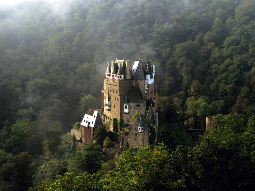 12 haunted castles around the world:  http:// cntrvlr.co/tEVTNSX    <br>http://pic.twitter.com/BXqKOmviI0