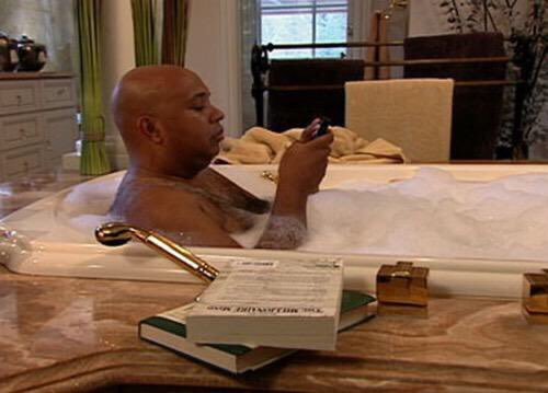 Y'all remember when Rev Run used to drop knowledge from the tub? 😂 https://t.co/aWZmtj3oUI