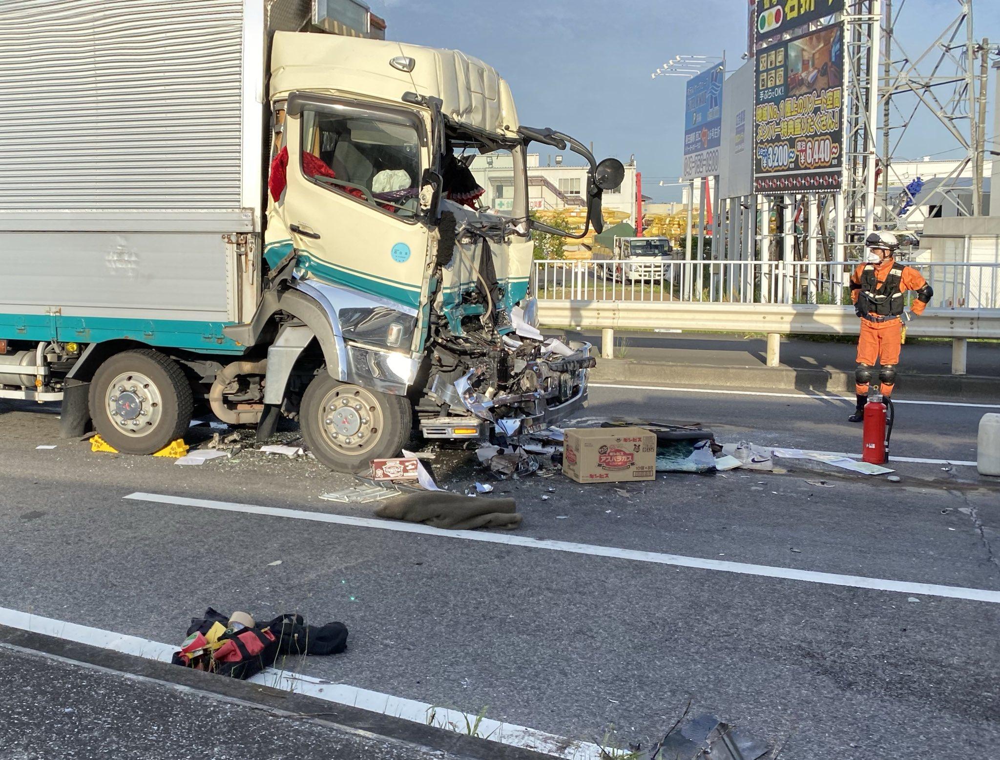 春日部市下柳の国道4号線のトラック大破事故の現場画像