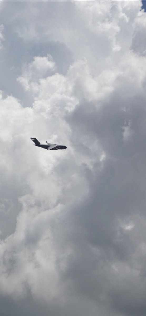 Flyover salute for frontline workers by the Hawaii Air National Guard. The C-17, KC-135 Stratotanker and F-22s made the rounds over Oahu today. . . #hawaiiairnationalguard #healthcareworkers #healthcareheroes #frontlineworkers #c17globemaster #kc135 #f22raptor #flyover #salute