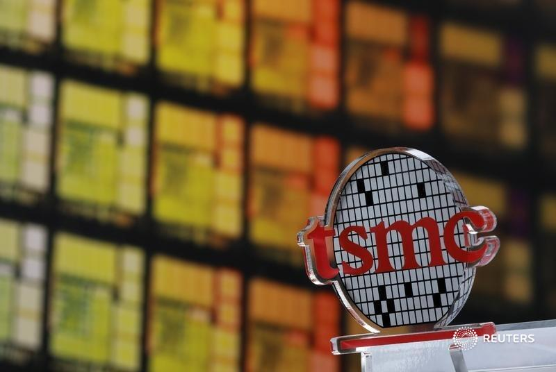 Taiwanese TSMC's $12 billion factory in Arizona is tiny for the $250 billion company.  Its modest aims tell the bigger story of how hard it'll be to move high-tech manufacturing to America, says @mak_robyn https://t.co/rLJ5SJlxpz https://t.co/KfV6mbpqMy