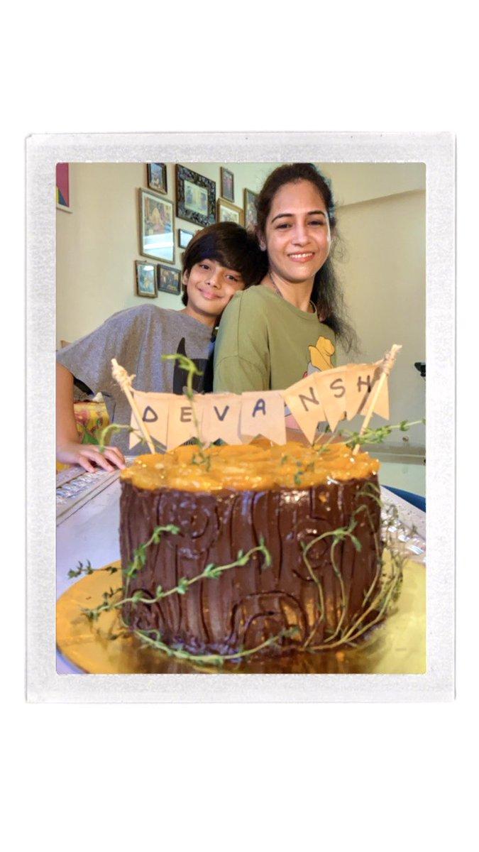 43rd Birthday के हसीन पल:  Chilean Chardonnay - Monte Pacifico.  Mandarin Orange & Belgian Dark Chocolate Cake.  Sundried Tomato & Basil Pasta और सब से खास: परिवार।