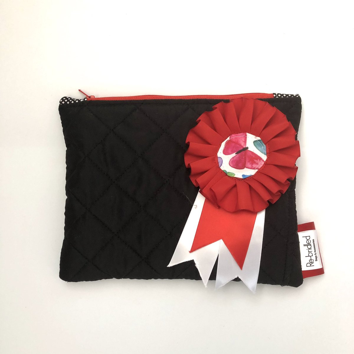Cute little black pouch with a genuine winning rosette attached Only £20 free postage   https://www.etsy.com/uk/listing/778465858/equestrian-purse-horse-purse-equine-gift…  #horses #equestrian #Countryside #equestrianchic #horsechat #StayAtHome #shopuk #equestrianuk #countryfashion #countrylivingpic.twitter.com/Tqa8rVk2XR