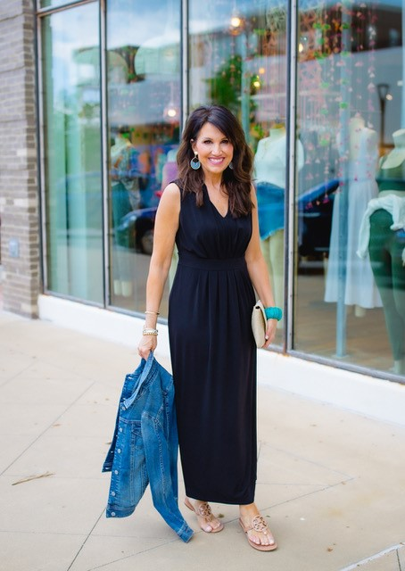 We'll be living in this maxi dress all summer long, and we just love the way @cyndispivey accessorizes with a pop of color. 😍Click the link to shop: https://t.co/yYYEyIndPR https://t.co/lI8snPFal7