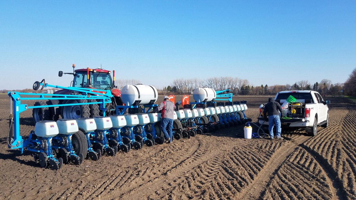 Independent Dealer Brian Thompson planting a grower trial on the Thompson Farm near Drayton, ND. #SeedexSeed #sugarbeets #hellosugar #plant2020