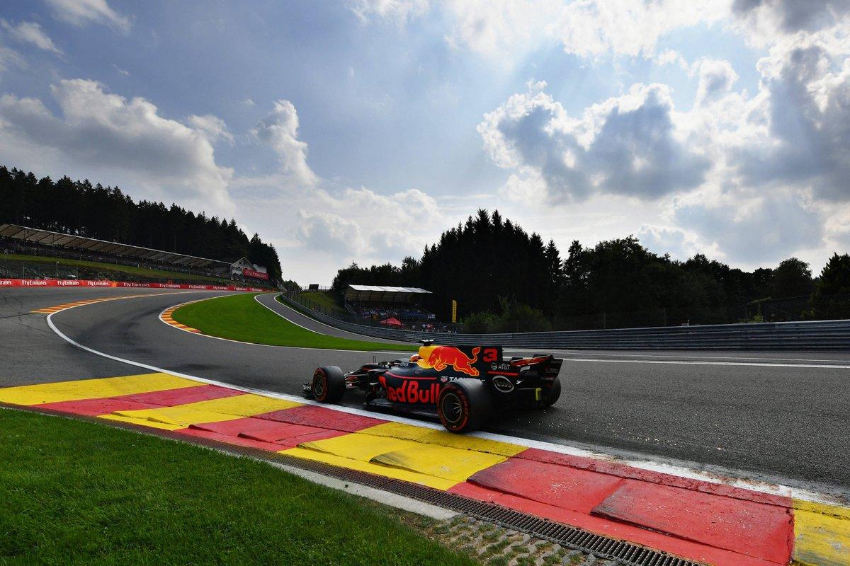 De kans dat de Grand Prix van Belgie doorgaat zonder publiek is 99%. Zo laat commercieel directeur van de Belgische GP, Stijn De Boever, weten aan Grand Prix Radio.  #BelgianGP #f1nieuws https://t.co/cnbJqrOjxv https://t.co/vH9tuI1s5z