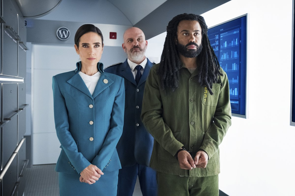 #OrphanBlack co-creator Graeme Manson brings DQ aboard his latest project, #Snowpiercer, in which humanity's last survivors live on a train that continually travels around a frozen planet Earth... @SnowpiercerTV @tntdrama @netflix bit.ly/2WAlcBl