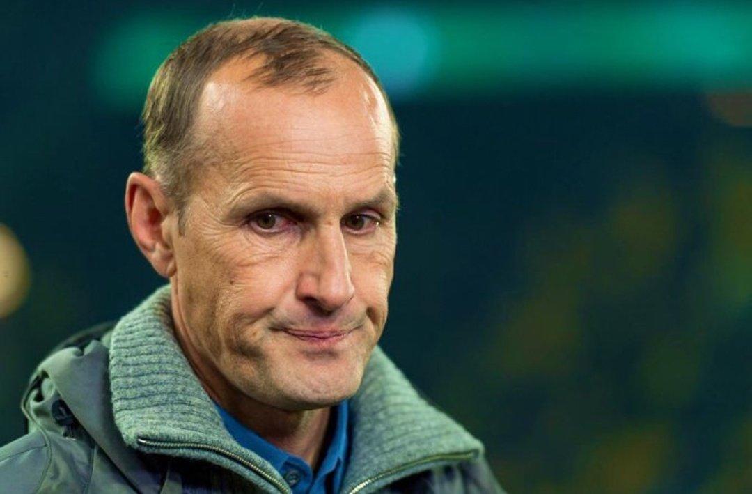 El DT de @gruesinho51 no podrá dirigir. Heiko Herrlich, el nuevo técnico del Augsburg, salió del hotel para comprar pasta dental previo al juego con Wolfsburg y fue sancionado por la Bundesliga. https://t.co/eDJiO2mGRs