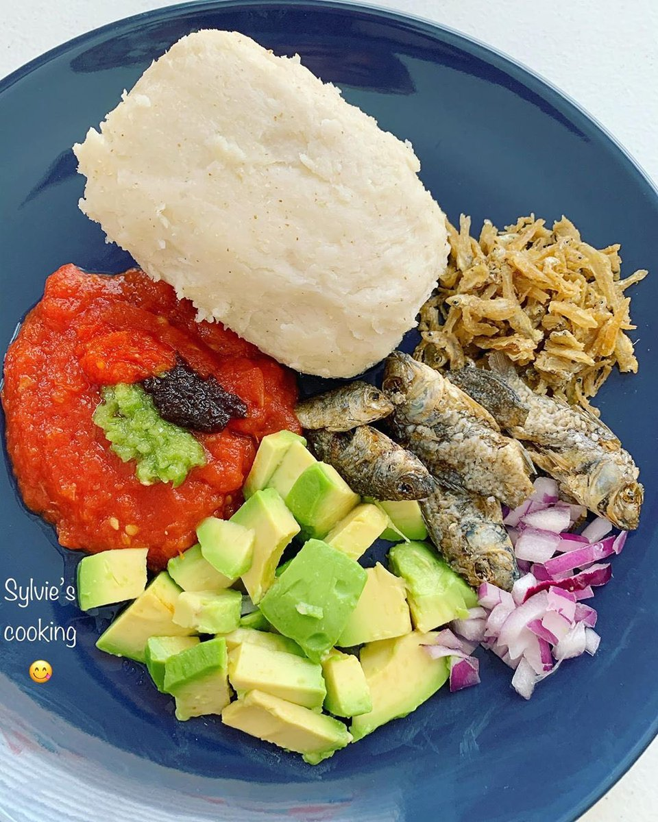 @sylvienoelle1 - Kenkey 🇬🇭 ... 😋 This is my first time trying avocado 🥑 with my kenkey and it's very yummilicious 🤤. Happy weekend ❤️. #team228 #africanfoodyummy #africandiaspora #africanfoodschallenge #togolais #togolesefood #kumasi #togo228 #bonappetit #accraghana https://t.co/LASRHbaktE