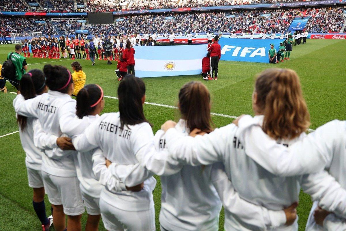 #SelecciónFemenina El próximo 25 de junio la @FIFAcom elegirá la sede del Mundial 2023. Las cuatro candidaturas finales pertenecen a Australia/Nueva Zelanda, Brasil, Colombia y Japón. 📝 bit.ly/2Z8OEjE