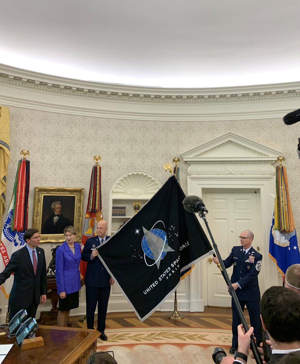 For the first time in over 72 years, @realDonaldTrump was presented with a new Service Flag for the sixth branch of the Armed Forces, the U.S. Space Force. @SpaceForceDoD https://t.co/CRAfZ93BX5