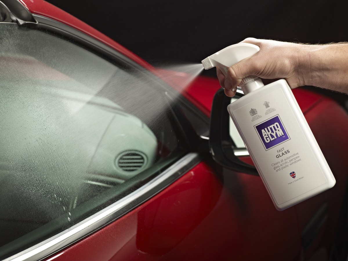 Clean your glass fast with our Fast Glass 💪  Simply spray on and wipe off, it's that simple! 🤩 https://t.co/KEfB6im1Nv  #autoglym #carcare #glasscare #detailing https://t.co/zYa0VGPKpR