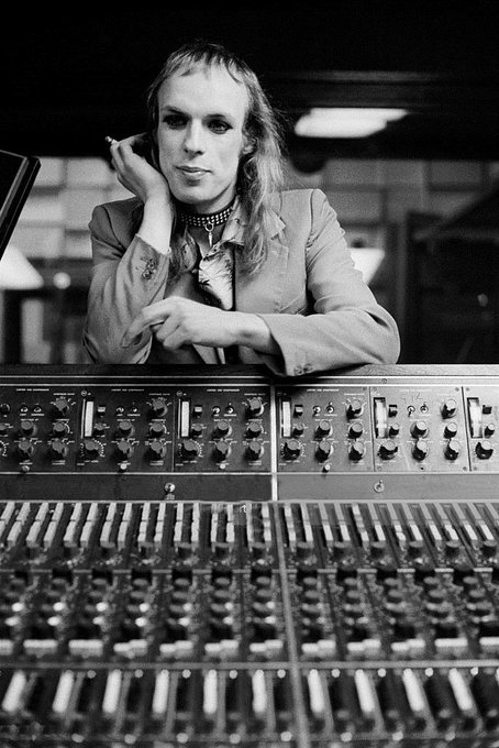 Happy birthday to English musician, record producer, visual artist, and theorist Brian Eno, born May 15, 1948.