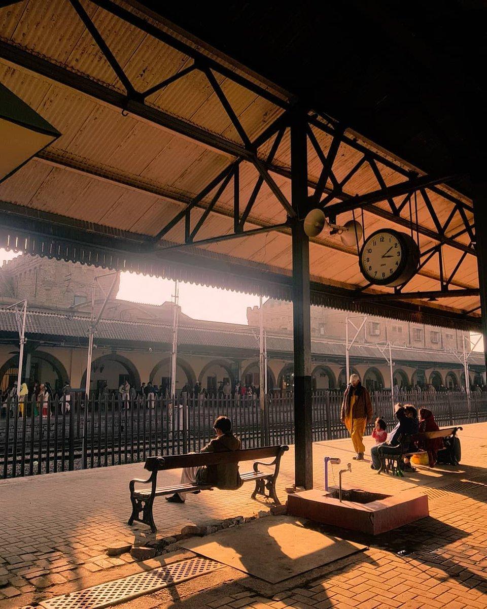 Rawalpindi Railway Station Est 1881  @filmsbyahsan  #rawalpindians #rawalpindi #pindi #streetsofpindi #androon #androonpindi #railwaystation #railwayphotographypic.twitter.com/Ecft2Onqp7