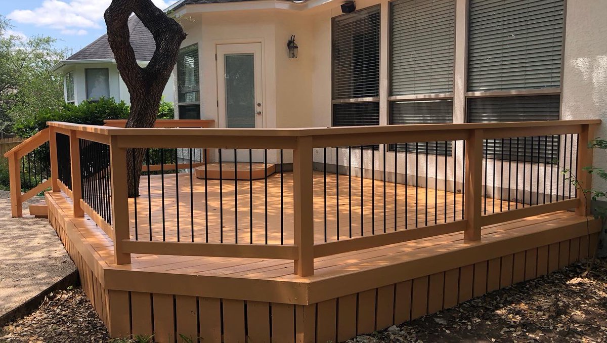 Exterior Paint   After | Before PICSPower Wash Carpentry Deck : Golden Aura #RodriguezPaintingandSons#ExteriorPainters #PaintersSanAntonio #deck #PowerWashServices #FREEESTIMATESpic.twitter.com/dKYbpAr4Sf