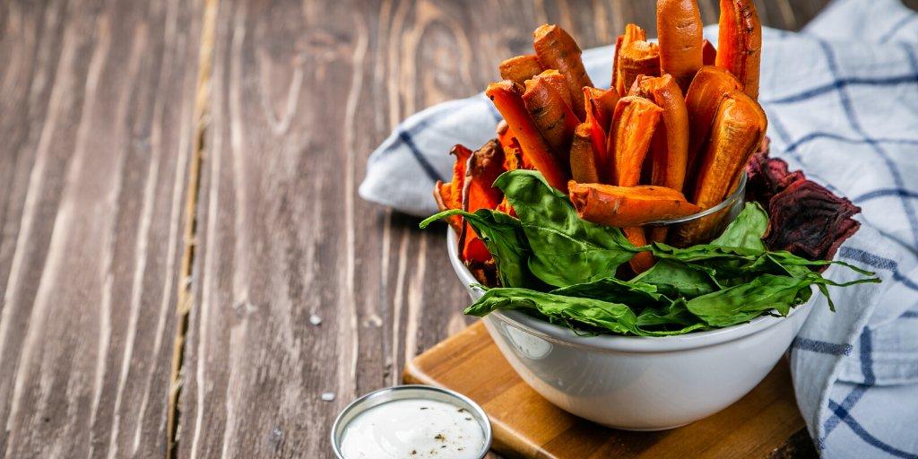 Swap potato chips for this crispy crunchy carrot alternative. 😍 #RecipeOfTheDay   https://t.co/HWUhkVnfIU https://t.co/OloPK4SYdC