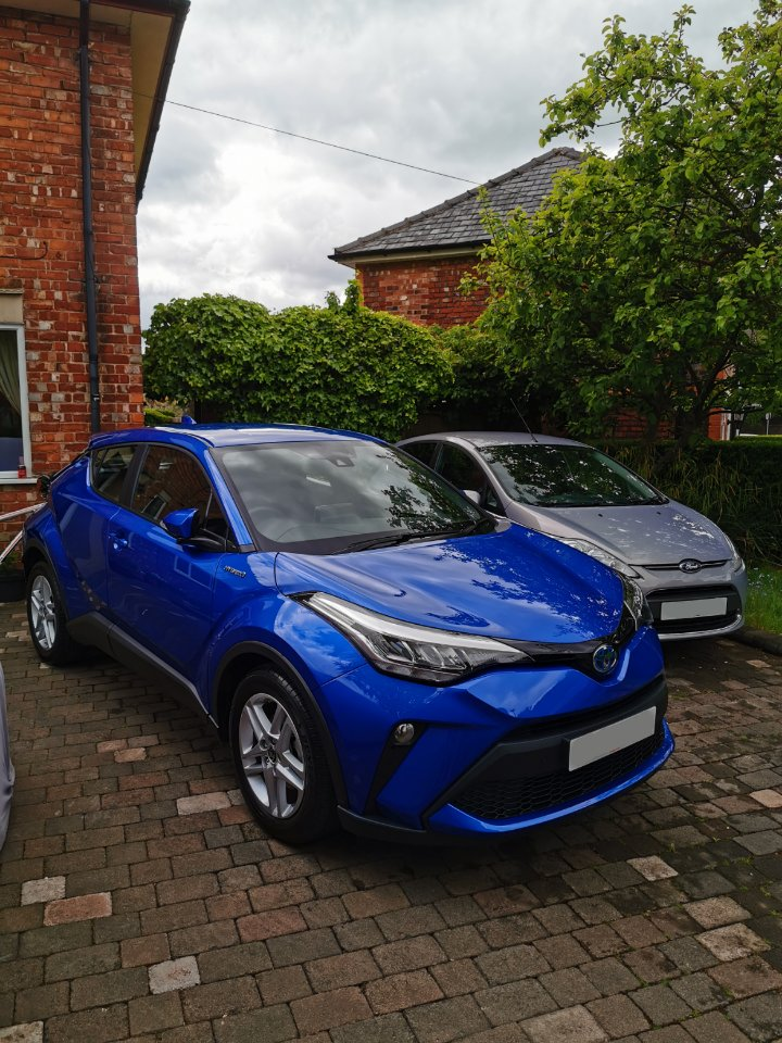 2 clean cars and one clean bike.. To be fair they've actually been neglected the last few weeks, I've been far too busy with the mechanical side of the fleet, DIY and drinking rum.  That C-HR has to be the best looked after CBS car ever! 😂  @ToyotaUK @VantageToyota @TrekBikes https://t.co/qzzFIb8VI4