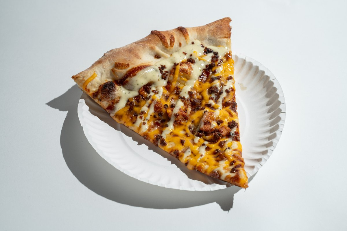 It's #FreePizzaFriday! Retweet this tweet and you'll be entered to win 8 free slice cards!   We'll pick one lucky follower on Monday. Good luck, pizza lovers! #IansPizza<br>http://pic.twitter.com/UTMUOroLOO