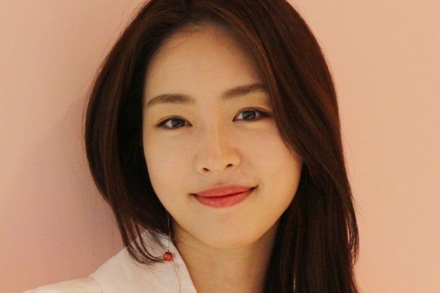 Photo of [الآراء] الممثلة لي يون هي أعلنت عن زواجها الشهر القادم من رجل غير مشهور