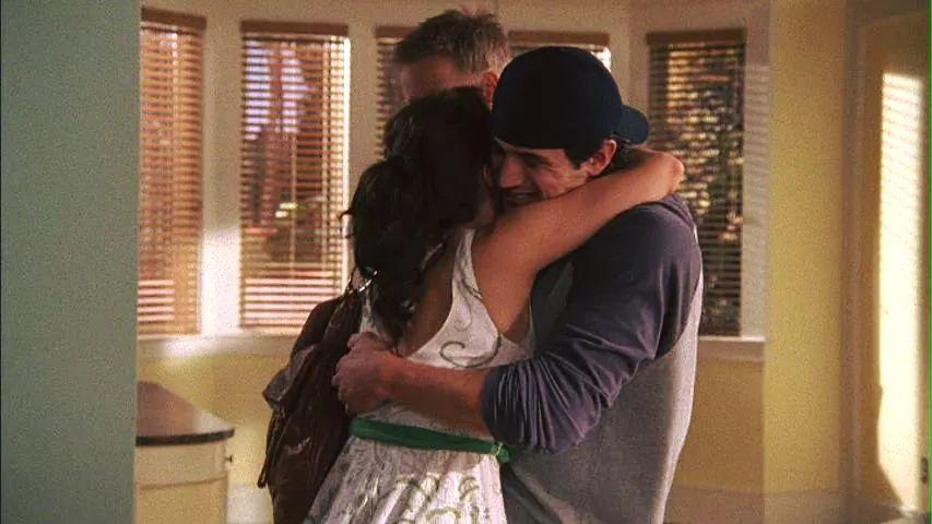 FLASHBACKS ||  S05E01 ''4 Ans, 6 Mois, 2 Jours''  Qu'avez-vous pensé de ce flashback entre Nathan, Haley et Jamie?   Pensez-vous qu'il était utile pour la compréhension de la saison?  #NathanScott #HaleyJamesScott #JamesLucasScott  #Jo'pic.twitter.com/CnBtF19rEt