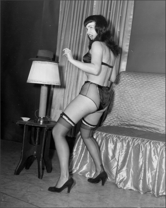 Party time! 🎉 🥳  Happy Friday, Bettie babes & beaus! 💋💋 https://t.co/eQ0sT3AwBj