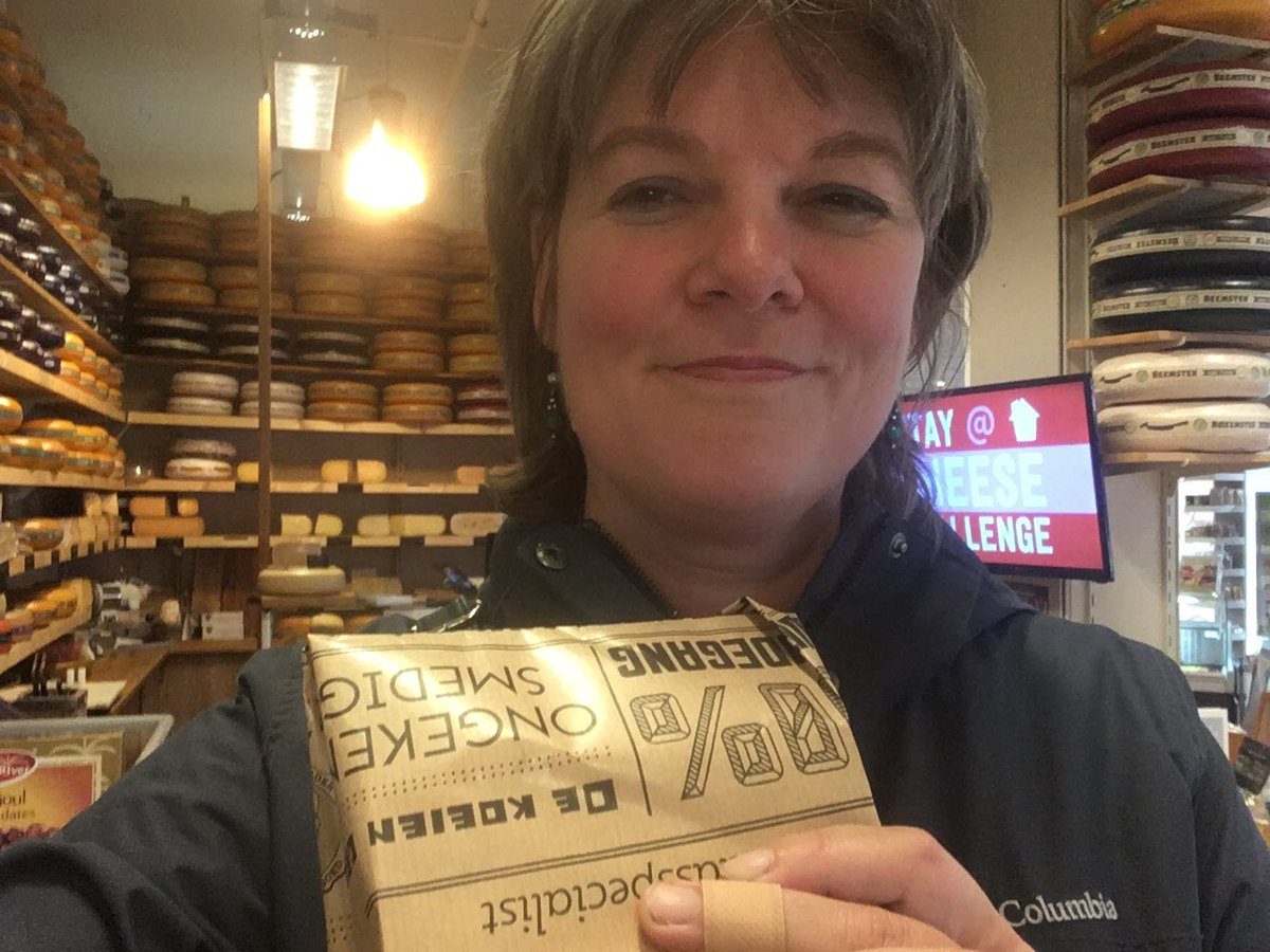 Dag 6: Beemsterkaas🧀 gekocht bij Kaasshop Vanderveen.  De naam van deze zaak doet anders vermoeden (niet bepaald mijn smaak! 😏) maar de kaas is heerlijk. En je mag altijd even proeven.😋 Ik doe mee aan de  #ondernemerschallenge 📦 Koop een week lang elke dag lokaal in Drenthe https://t.co/QCkqMC17gT