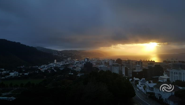 Sunrise over Wellington harbour as seen from the roof of our Kelburn office this morning. You can find your forecast at bit.ly/metservice. ^AJ