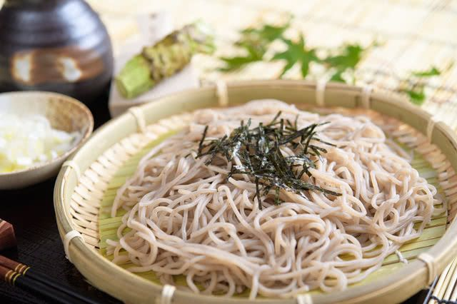 There are many travelers who would like to try soba noodles. However, do you know the types and eating manners of soba?  https://buff.ly/31K8Lmb  #SavorJapan #japanesefood  #Japanpic.twitter.com/TUJ9i09DIc