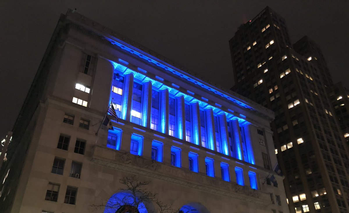Tonight, #Pittsburgh's Seat of Government - the City-County Building - is lit blue to recognize #PeaceOfficersMemorialDay.  We will forever remember the men & woman of the @PghPolice Bureau who have given their lives or have been permanently disabled in the line of duty.<br>http://pic.twitter.com/VgBPvi9bm0 – à City-County Building